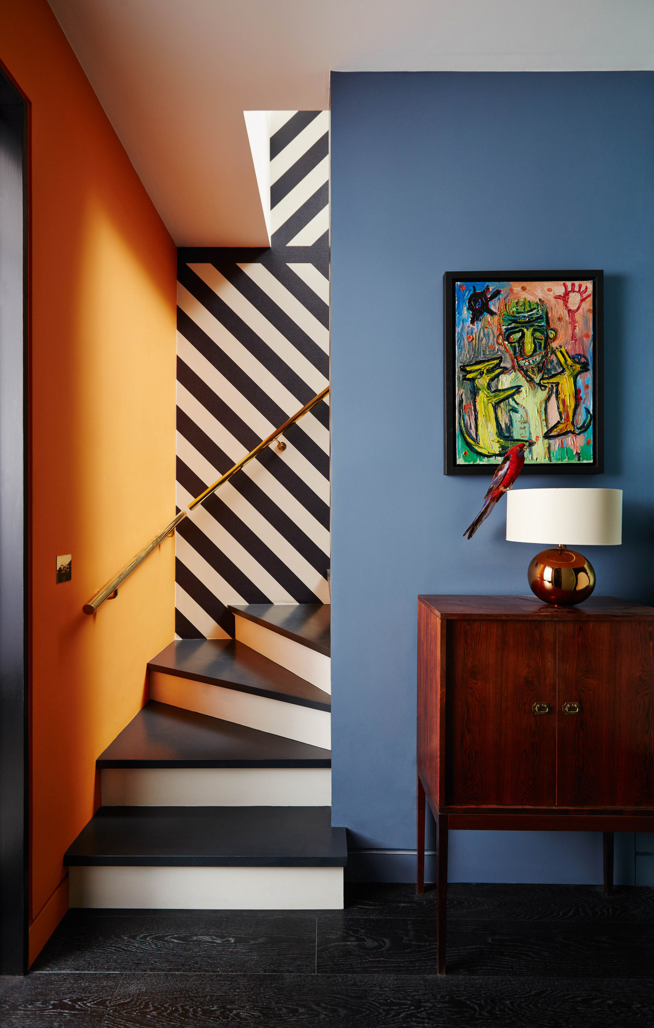 A home of bold contrasts